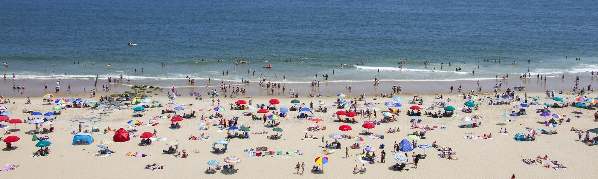 beaches of ocean city md crowded with people